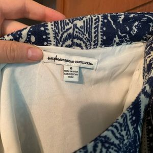 Navy blue and cream print American eagle skirt